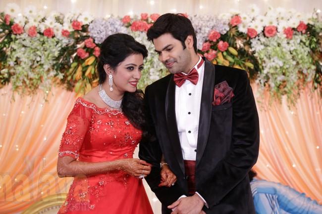 21_Ganesh Venkatram - Nisha Wedding Reception Stills13