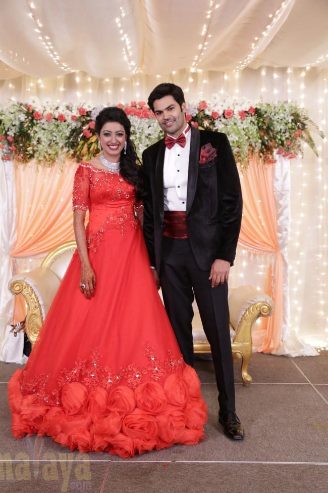 21_Ganesh Venkatram - Nisha Wedding Reception Stills14