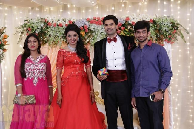 21_Ganesh Venkatram - Nisha Wedding Reception Stills19