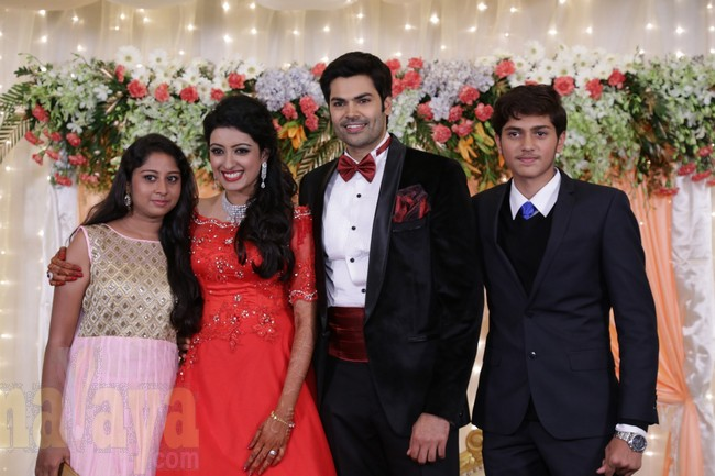 21_Ganesh Venkatram - Nisha Wedding Reception Stills21