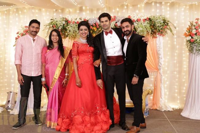 21_Ganesh Venkatram - Nisha Wedding Reception Stills28