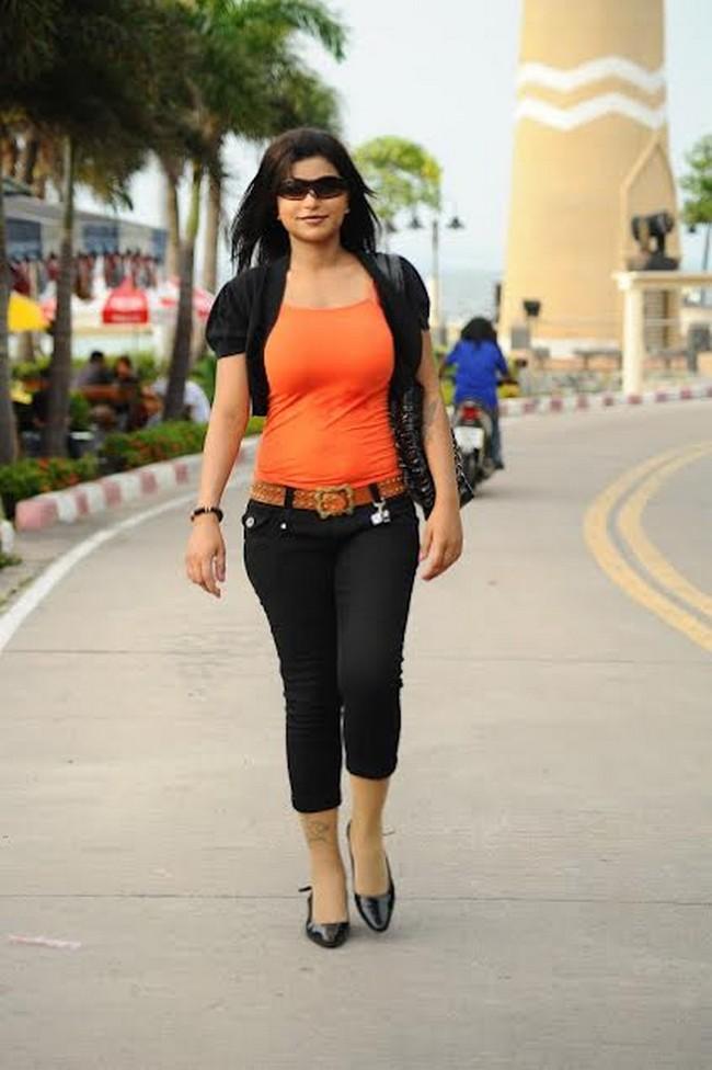 Actress shalini naidu stills01