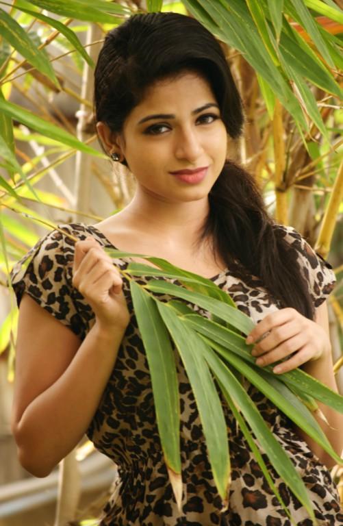 Malayalam-Actress-Ishwarya-Menon-Latest-Stills-2