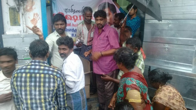 Vishal Fans Helps Popole Who Attacked By Rain02