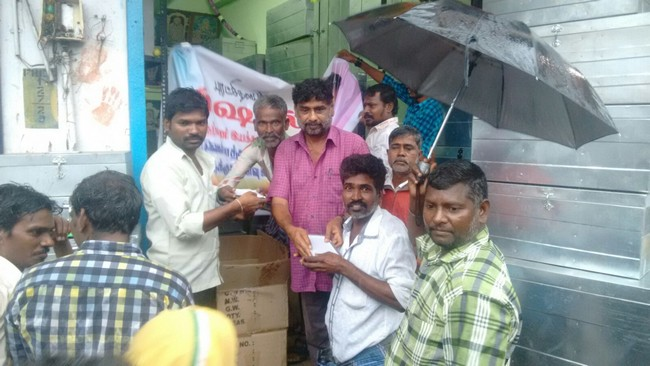 Vishal Fans Helps Popole Who Attacked By Rain03