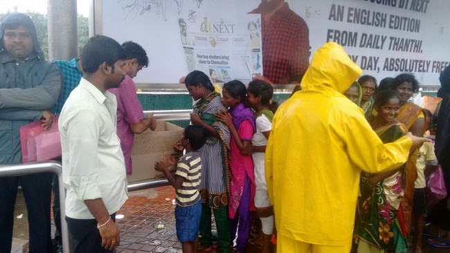 Vishal Fans Helps Popole Who Attacked By Rain04