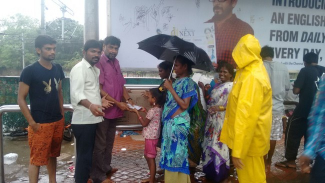 Vishal Fans Helps Popole Who Attacked By Rain05