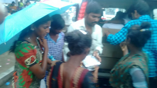 Vishal Fans Helps Popole Who Attacked By Rain06