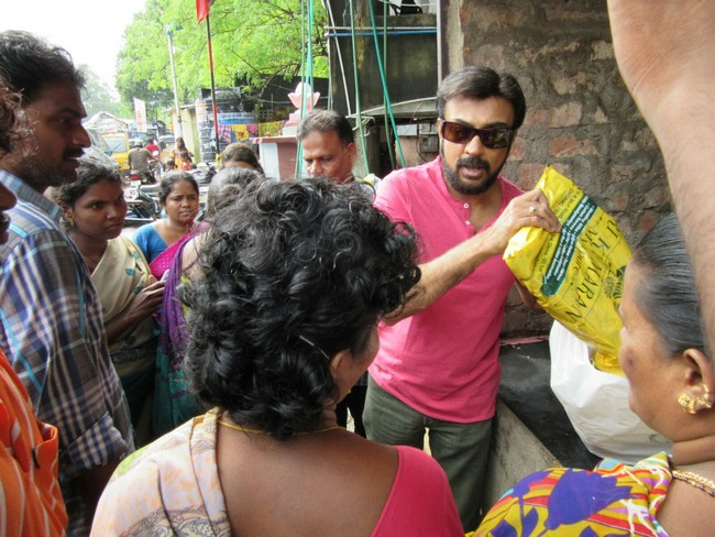 Actor Mohan gave food, biscuits and clothes to 1000 people in Mylapore Area04