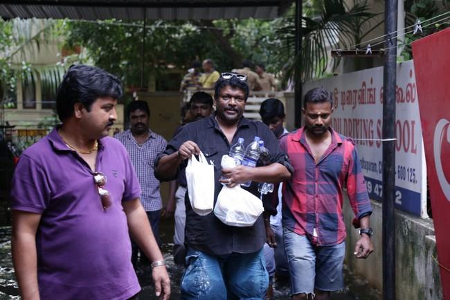 Actor Parthiban doing Flood Relief Activities27
