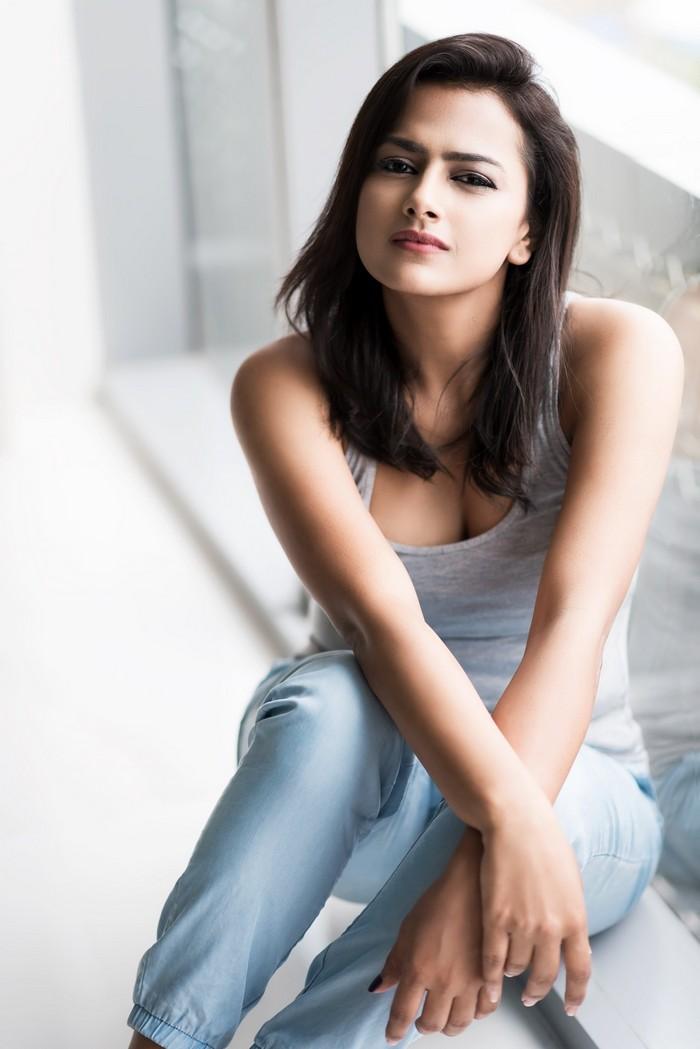 Actress Shraddha Srinath Photoshoot Pics035