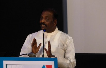 """THAGUTHI MIKKA TAMIL VENDRATHU""-AWESOME SPEECH BY VAIRAMUTHU."